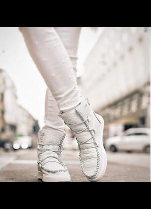 Ymiz M Cocco all white