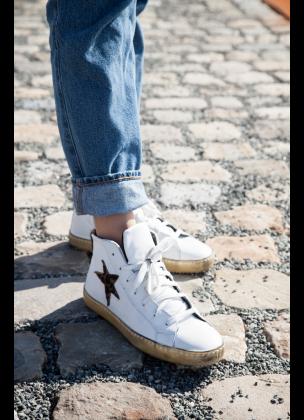High star sneaker